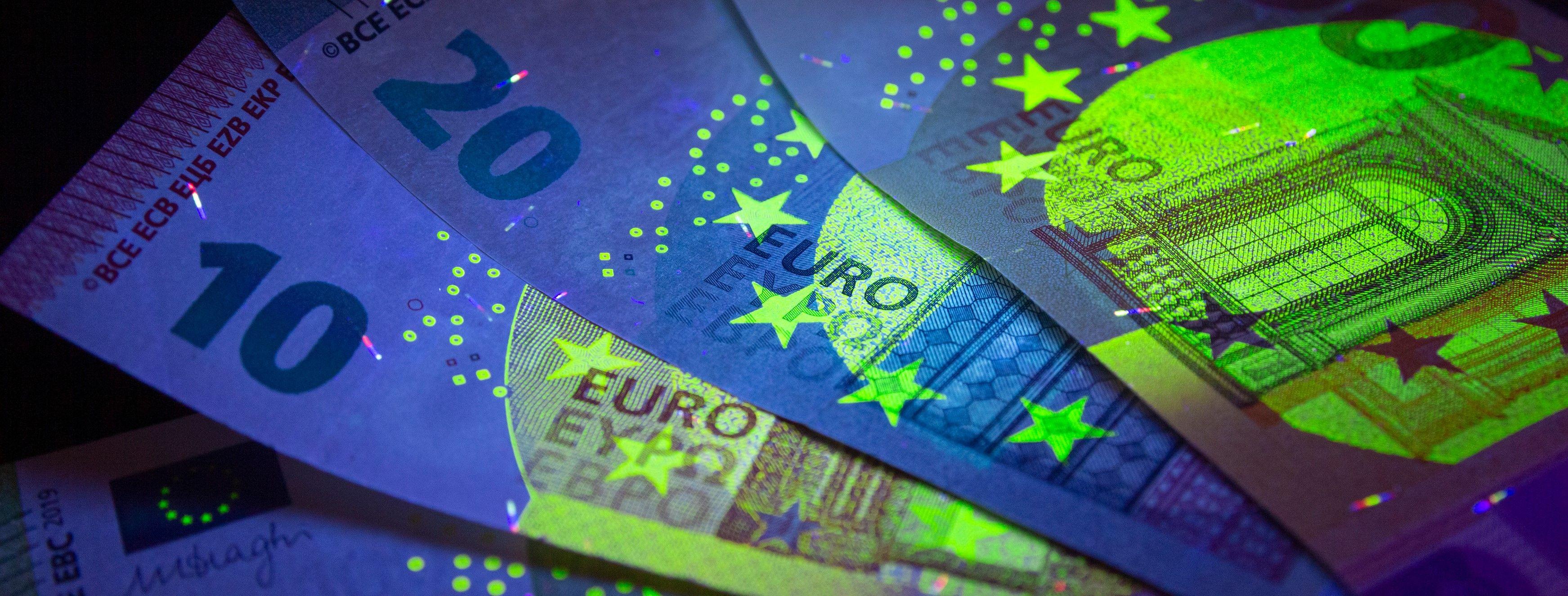 EuroCurrencyInUvLightProtection.euroInUvLight.euroCurrency.jpg